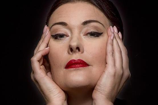 """Komöödiateatri etendus """"Maria Callase meistriklass"""" - Viimsi Huvikeskus"""