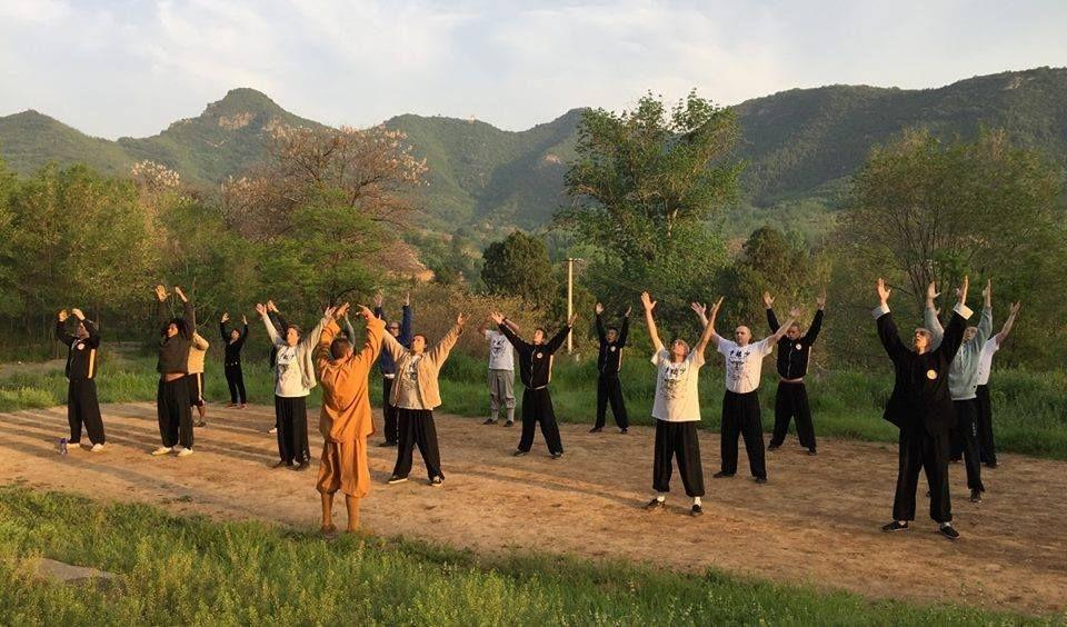 Taiji harjutused Vääna mõisa tõllakuuris - Vääna Mõisakool