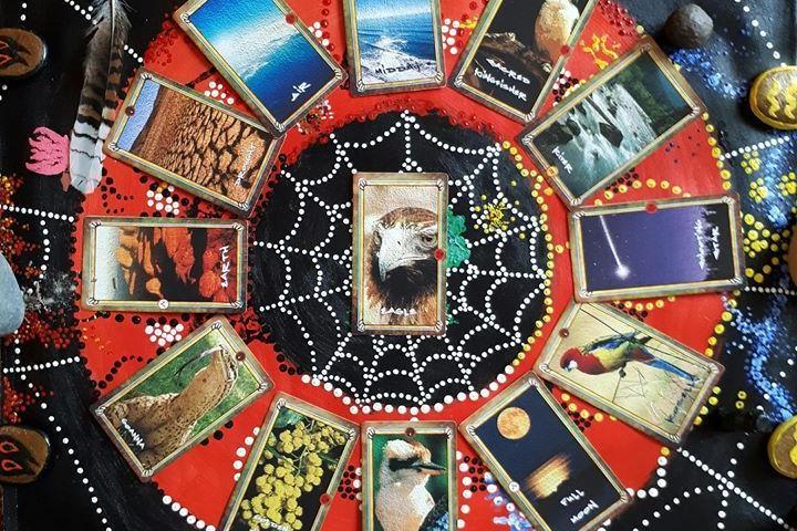 Austraalia põliselanike šamanism: Pühade Teadmakaartide lugemine - Hundiallika Keskus