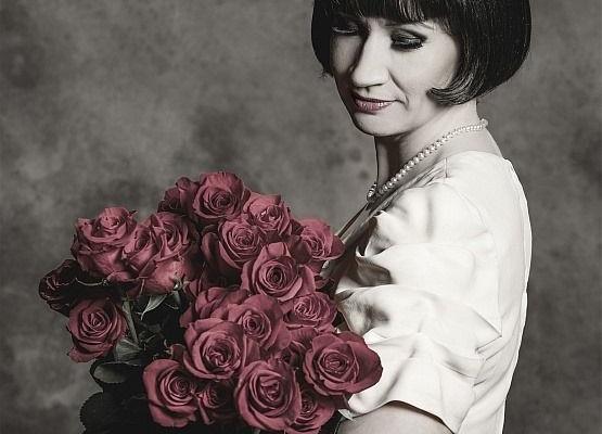 """Rakvere Teatri etendus """"Kaks tosinat tulipunast roosi"""" - Jõgeva Kultuurikeskus"""
